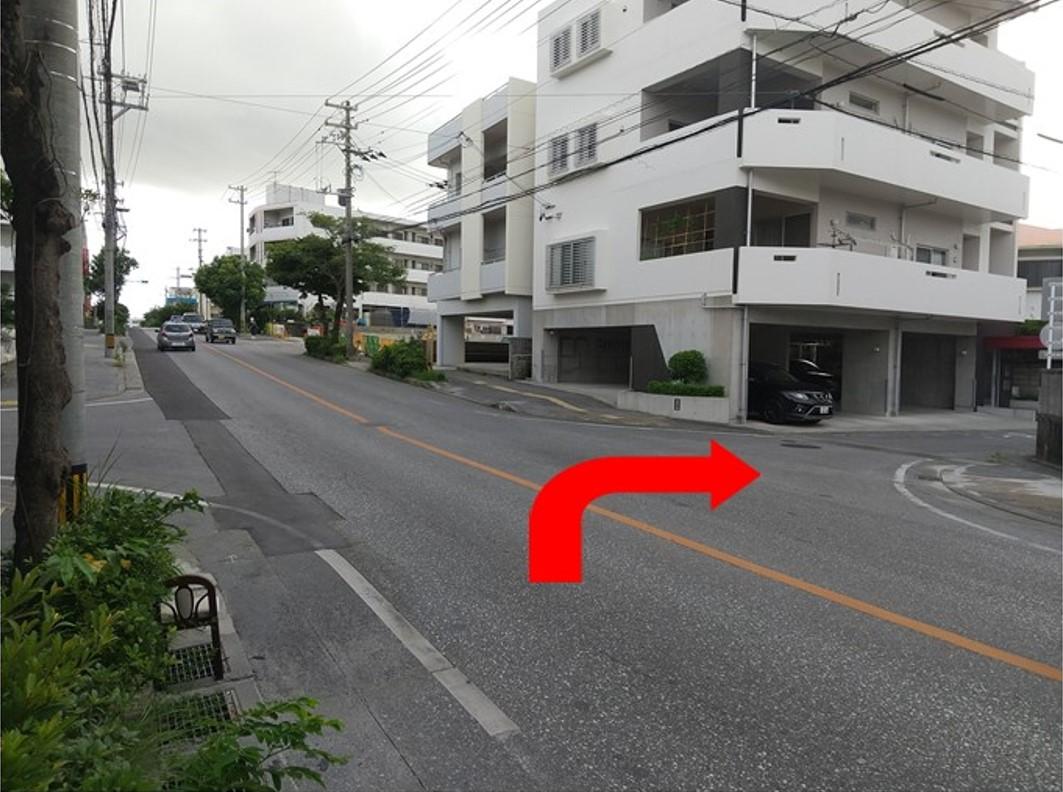 2つ目の十字路を右折します